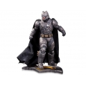 DC Collectibles - Batman Vs. Superman: Dawn of Justice 1/6 Scale Statue – Armored Batman