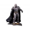 DC Collectibles - Batman Vs. Superman: Dawn of Justice 1/6 Scale Statue – Armored Batman