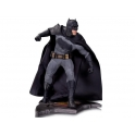 DC Collectibles - Batman Vs. Superman: Dawn of Justice 1/6 Scale Statue – Batman